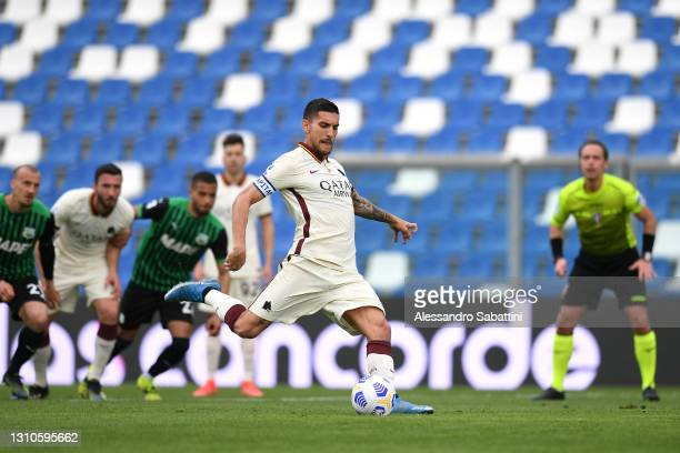 Lorenzo Pellegrini of A.S Roma scores their side's first goal from the penalty spot during the Serie A match between US Sassuolo and AS Roma at Mapei...