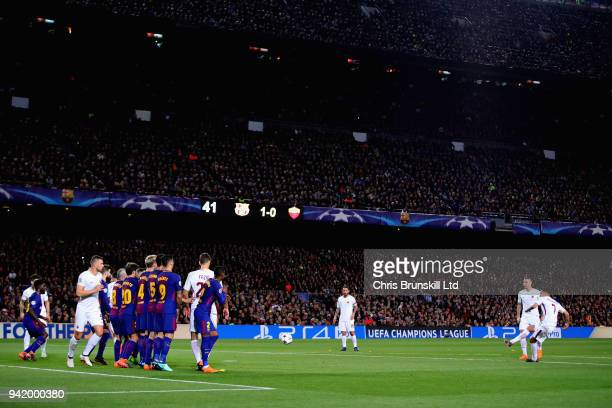 Lorenzo Pellegrini of AS Roma takes a free kick during the UEFA Champions League Quarter Final first leg match between FC Barcelona and AS Roma at...