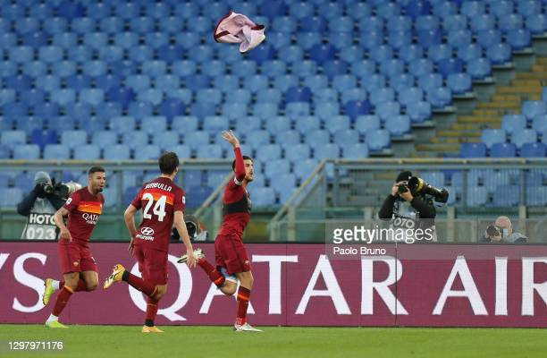 Lorenzo Pellegrini of Roma celebrates with team mates Marash Kumbulla and Bruno Peres after scoring their side's fourth goal during the Serie A match...