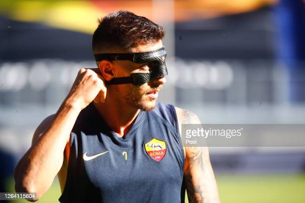Lorenzo Pellegrini warms up during an AS Roma Training Session And Press Conference at MSV Arena on August 05 2020 in Duisburg Germany
