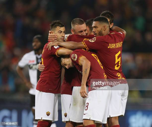 Lorenzo Pellegrini with Daniele De Rossi and his teammatesof AS Roma celebrates after scoring the opening goal during the Serie A match between AS...