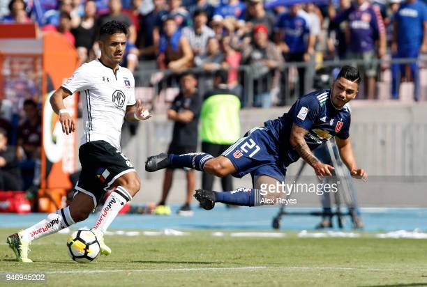 Lorenzo Reyes of U de Chile fights for the ball with Felipe Campos of Colo Colo during a match between U de Chile and Colo Colo as part of Torneo...