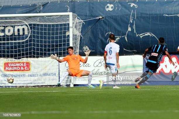Lorenzo Sgarbi of SSC Napoli scores the opening goal during the Serie A Primavera match between Empoli U19 v Naopli U19 on September 22 2018 in...