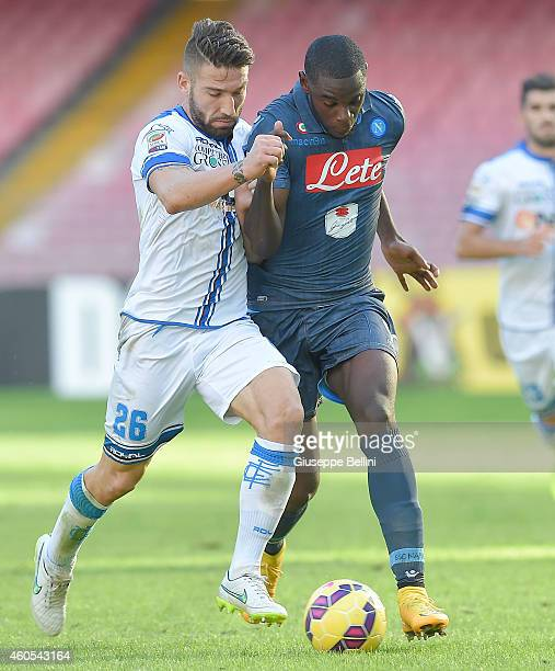 Lorenzo Tonelli of Empoli and Duvan Zapata of Napoli in action during the Serie A match between SSC Napoli and Empoli FC at Stadio San Paolo on...