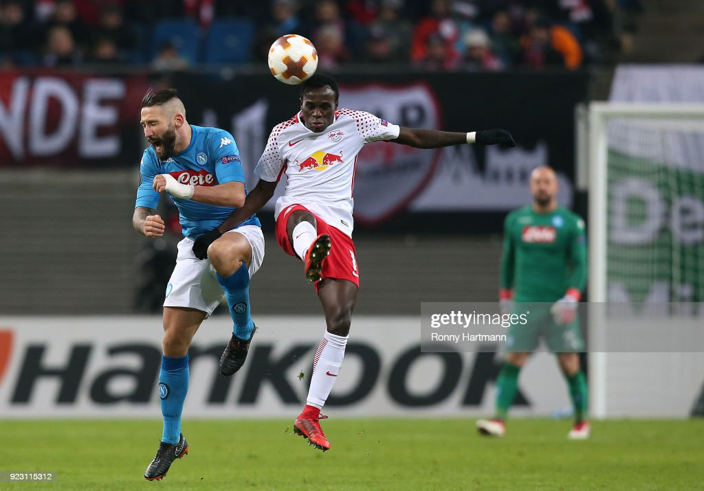 Lorenzo Tonelli (L) of Napoli and Bruma (R) of Leipzig head for the ball during the UEFA Europa League Round of 32 match between RB Leipzig and Napoli at the Red Bull Arena on February 22, 2018 in Leipzig, Germany.