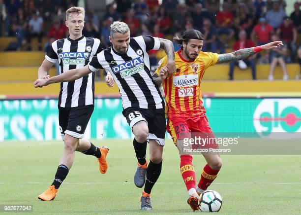 Lorenzo Venuti of Benevento Calcio vies with Valon Behrami of Udinese Calcio during the serie A match between Benevento Calcio and Udinese Calcio at...