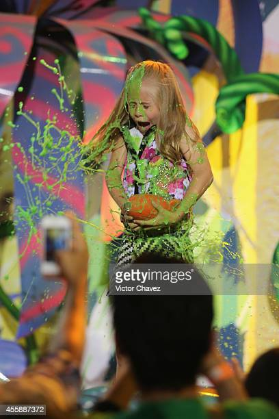 Loretta get slimed onstage during the Nickelodeon Kids' Choice Awards Mexico 2014 at Pepsi Center WTC on September 20 2014 in Mexico City Mexico