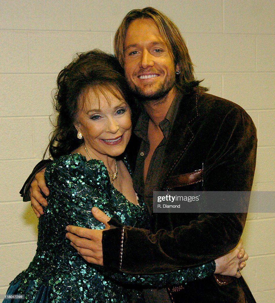 Loretta Lynn and Keith Urban during 2005 CMT Music Awards - Backstage at Gaylord Entertainment Center in Nashville, Tennessee, United States.