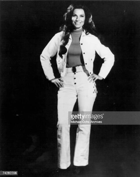 Loretta Lynn poses for a portrait in circa 1976