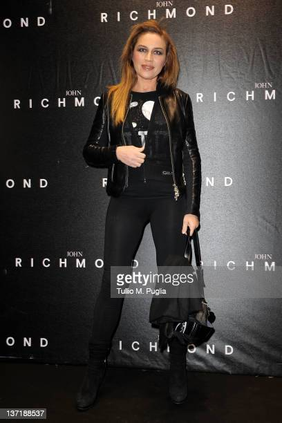 Lori Del Santo arrives at John Richmond fashion show as part of Milan Fashion Week Menswear Autumn/Winter 2012 on January 16, 2012 in Milan, Italy.