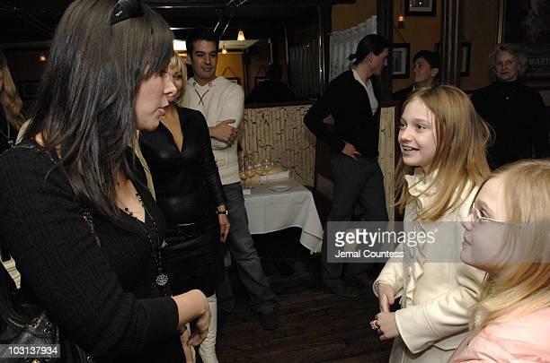 Lori Levine Dakota Fanning and Elle Fanning