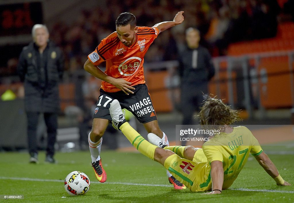 Lorient's French Algerian midfielder Walid Mesloub (L) vies with Nantes' Belgian midfielder Guillaume Gillet during the French L1 football match Lorient vs Nantes, at the Moustoir Stadium in Lorient, western France, on October 15, 2016. / AFP / LOIC