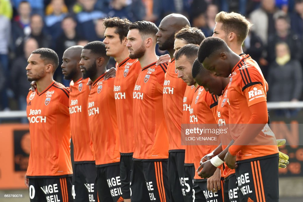Lorient's players pay homage to the victims of the terrorist attack in London before the French L1 football match Lorient vs Caen at the Moustoir stadium in Lorient, western France, on April 2, 2017. /