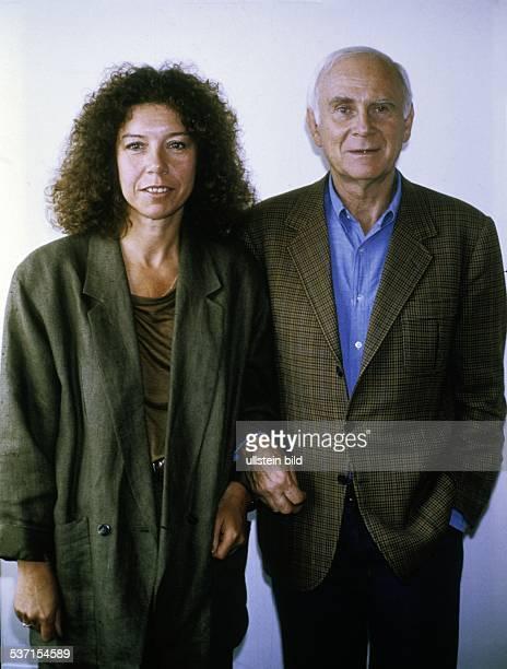 Loriot * Humorist Karikaturist D Buelow Vicco von mit Evelyn Hamann in Berlin am Rande der Dreharbeiten zu seinem Film 'Oedipussi' September 1987