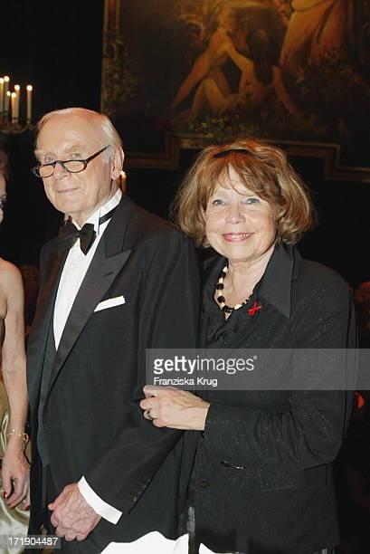 Loriot Alias Vicco Von Bülow Mit Ehefrau Rose Marie Bei Aidsgala In Berlin