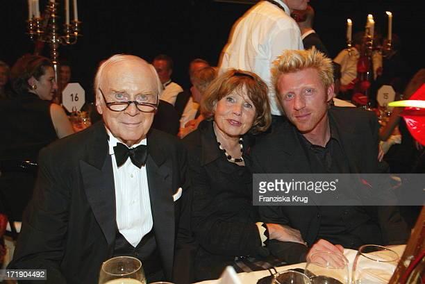 Loriot Alias Vicco Von Bülow Mit Ehefrau Rose Marie Und Boris Becker Bei Aidsgala In Berlin