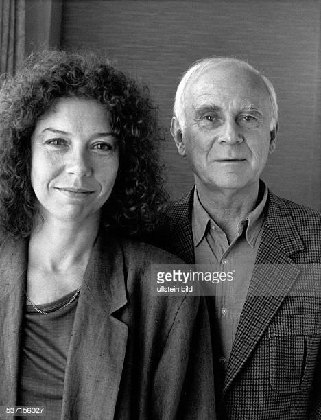 Loriot Humorist Karikaturist D Buelow Vicco von mit Filmpartnerin Evelyn Hamann in Berlin am Rande der Dreharbeiten zu seinem Kinofilm 'Oedipussi'