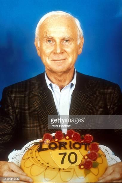 Loriot , Portrait, Schauspieler, geb.: 12. November 1923, Sternzeichen: Skorpion, Porträt, Geburtstagstorte, Torte, 70. Geburtstag, Promis,...