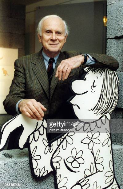 Loriot with one of his caricatures Picture taken on 30th March 1993 in the Düsseldorf city museum which shows a retrospective of his works in...