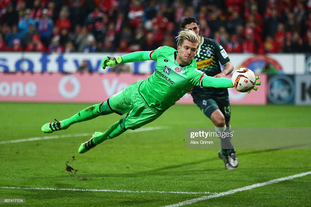 Loris Karius of FSV Mainz makes a save during the Bundesliga match between 1. FSV Mainz 05 and Borussia Moenchengladbach at Coface Arena on January 29, 2016 in Mainz, Germany.