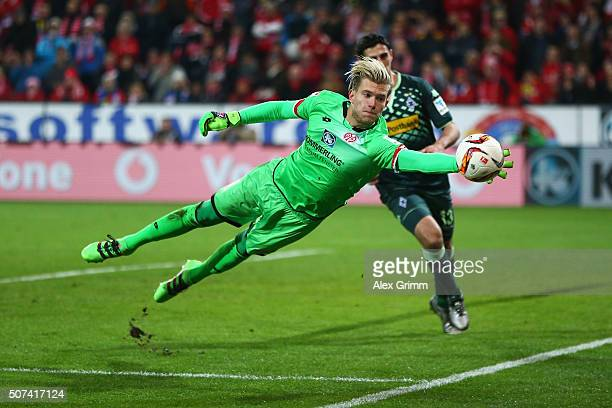 Loris Karius of FSV Mainz makes a save during the Bundesliga match between 1 FSV Mainz 05 and Borussia Moenchengladbach at Coface Arena on January 29...