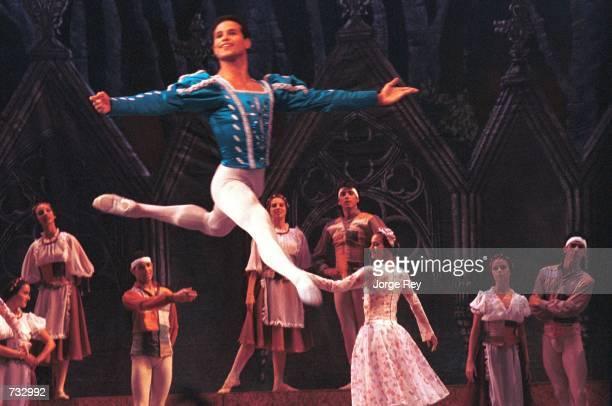Lorna Feijoo and Jose Manuel Carreno center dance Lago de los Cisnes October 21 2000 during the 17th Havana International Festival of Ballet at the...