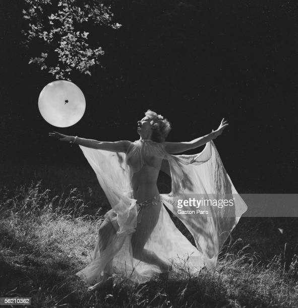 Lorna Rode dancer nude France about 19371939