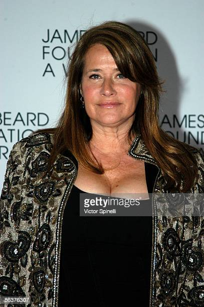 Lorraine Bracco attends the 2009 James Beard Foundation Awards Ceremony and Gala at Avery Fisher Hall at Lincoln Center for the Performing Arts on...