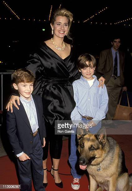 Lorraine Bracco Elijah Wood Joe Mazzello and Shane The Dog