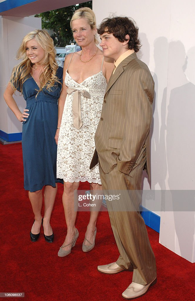 Lorraine Nicholson Rebecca Broussard And Son Raymond Nicholson News Photo Getty Images Lorraine nicholson was born on april 16, 1990, to actors rebecca broussard and jack. https www gettyimages co uk detail news photo lorraine nicholson rebecca broussard and son raymond news photo 106098537