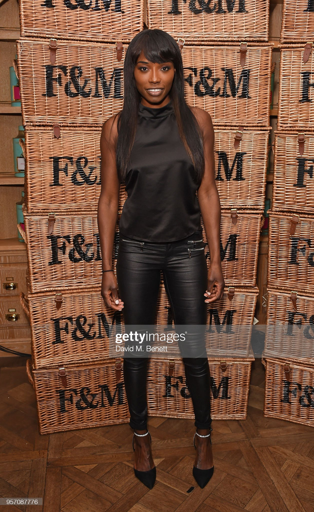 ¿Cuánto mide Lorraine Pascale? - Altura - Real height Lorraine-pascale-attends-the-fortnum-mason-food-and-drink-awards-on-picture-id957087776?s=2048x2048