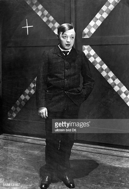 Lorre Peter Actor Germany * nee Laszlo Loewenstein Portrait on stage in the play 'Pioneers in Ingolstadt' by Marieluise Fleißer in the Theater am...