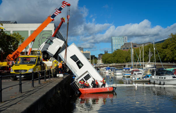 GBR: HGV Lorry Reverses Into Harbour In Bristol City Centre