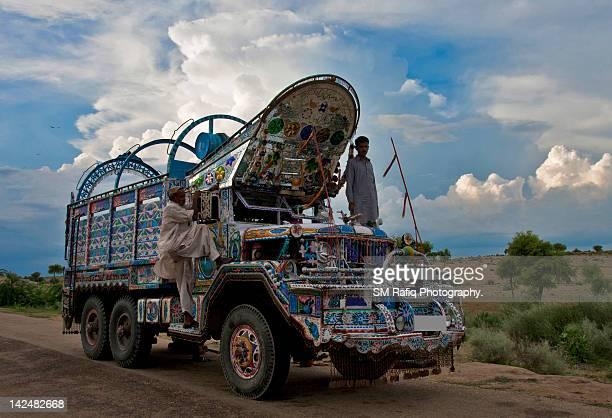 lorry - pakistan stock-fotos und bilder