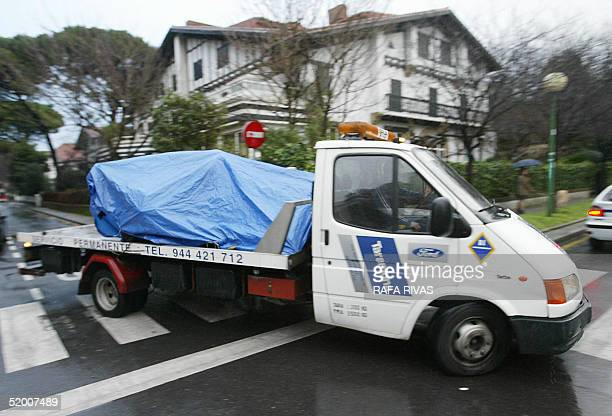 A lorry removes the rests of the car bomb that exploded 18 January 2005 at Getxo in the Basque country which armed Basque separatist group ETA...