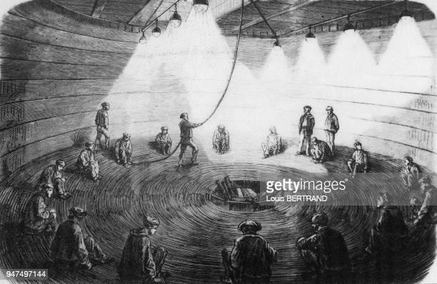 Lors d'une tentative de déposer un câble télégraphique au fond de l'Océan Atlantique en 1858 des ouvriers enroulent le filin dans les câles du navire...