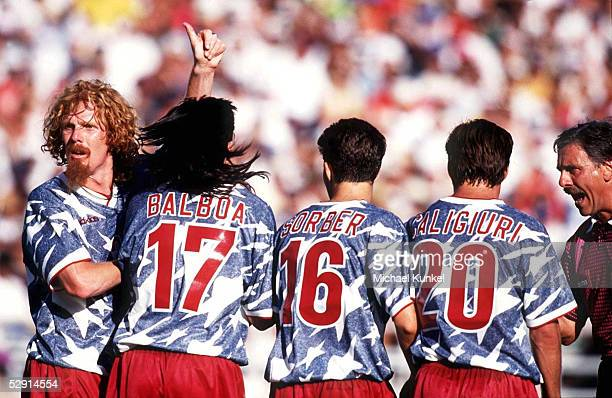 FUSSBALL WM 1994 in USA 220694 USA COL 21 Los Angeles Alexi LALAS Marcelo BALBOA SORBER Paul CALIGIURI USA MAUER