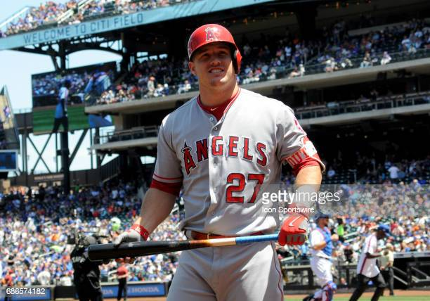 Los Angeles Angels of Anaheim Center Fielder Mike Trout looks to the crowd as he gets ready in the on deck circle during the matchup between the...