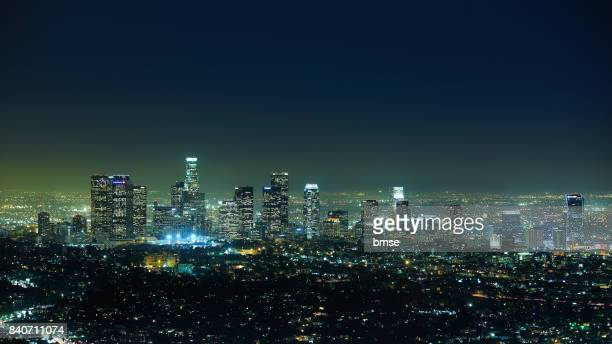 los angeles at night - los angeles skyline stock pictures, royalty-free photos & images