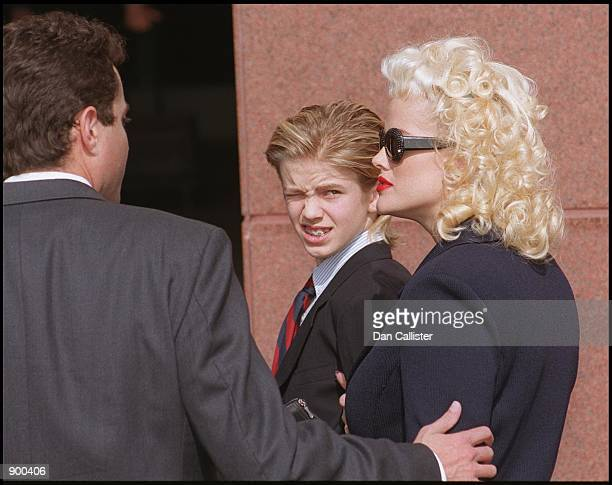 10/27/99 Los Angeles CA Anna Nicole Smith and her son attend LA Federal court to try and gain control of part of the estate of her late husband...