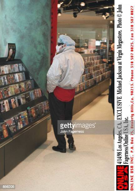 Los Angeles CA EXCLUSIVE Michael Jackson at the Virgin Megastore