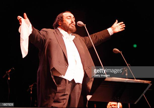 Los Angeles, CA. Italian tenor Luciano Pavarotti sang at a packed concert at the Great Western Forum. Photo by Online USA, Inc.