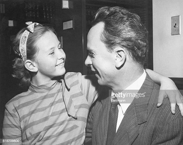 Los Angeles, CA- Pia Lindstrom daughter of actress Ingrid Bergman, chats with her father, Dr. Peter Lindstrom, in Los Angeles Federal Court where she...