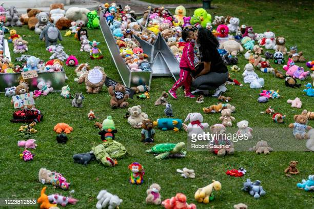 Los Angeles CA Sunday June 282020 Genesis6 kisses her mother Ava Mae at a temporary art installation named Bear the Truth at City Hall Designed by...