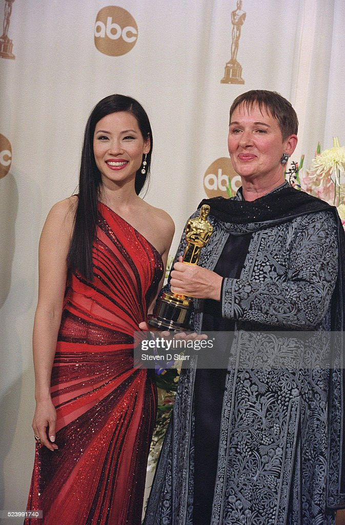Costume Designer Lindy Hemming with Lucy Liu at 2000 Oscars : News Photo