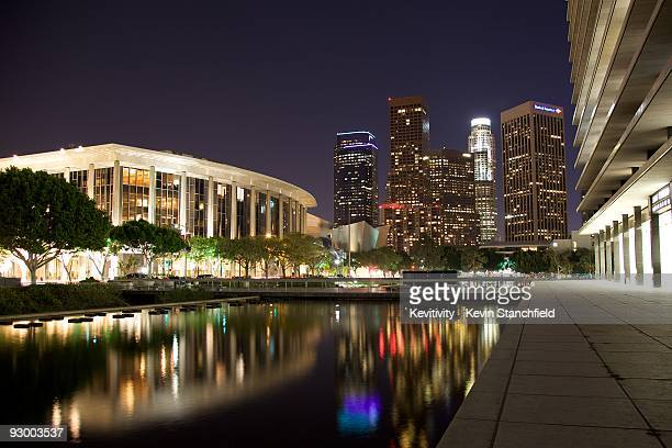 los angeles cityscape  - walt disney concert hall stock pictures, royalty-free photos & images
