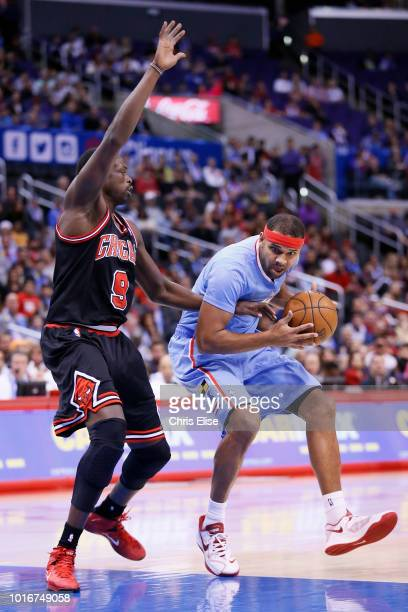 Los Angeles Clippers small forward Jared Dudley drives past Chicago Bulls small forward Luol Deng during the Los Angeles Clippers 12182 victory over...