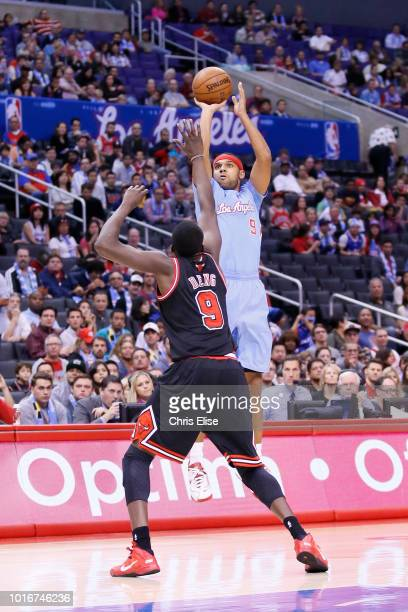 Los Angeles Clippers small forward Jared Dudley takes a jumpshot over Chicago Bulls small forward Luol Deng during the Los Angeles Clippers 12182...