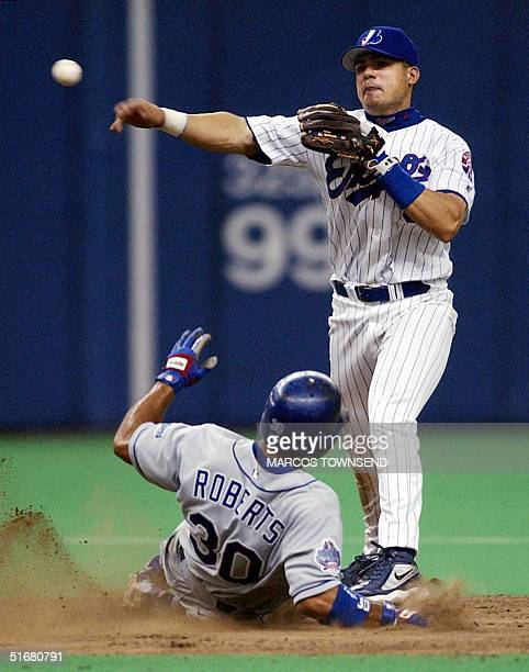 Los Angeles Dodger Dave Roberts is forced out at second as Montreal Expos' second baseman Jose Vidro throws throws to first in the seventh inning 14...