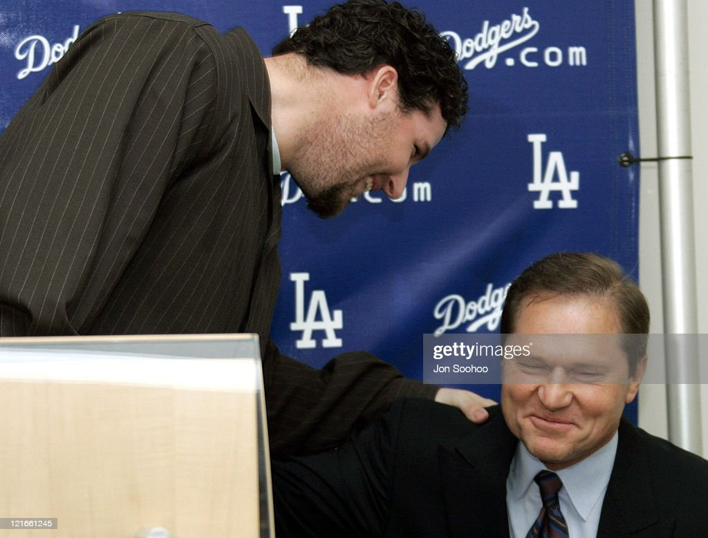 Los Angeles Dodgers All-Star closer Eric Gagne signed a two year deal to remain